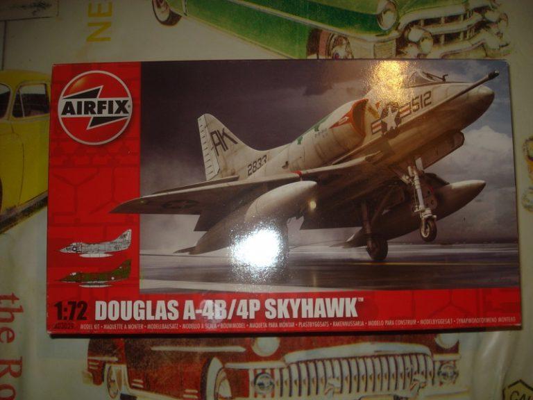 Några modeller till salu! A-4b_skyhawk_72nd_for_sale-768x576